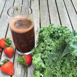 Kale, Strawberry, Pomegrante Smoothie